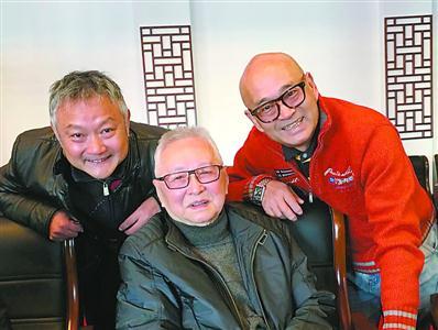 欧阳奋强(左),陈洪海(右)与87版电视剧《红楼梦》全集王扶林(中)跆拳道电视剧导演图片