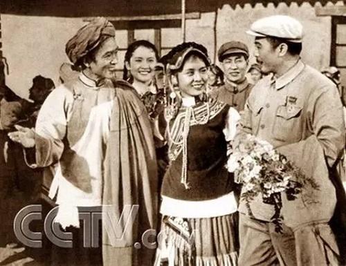 电影周恩来在上海_上世纪60年代周恩来与电影人--文史--中国作家网