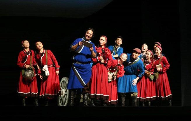 习近平总书记给内蒙古自治区苏尼特右旗乌兰牧骑队员们的回信