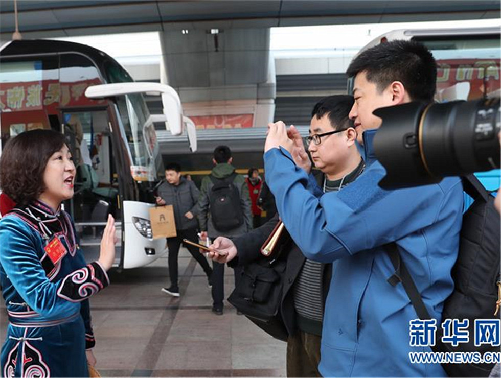 新华网评:不负人民重托 携手并肩追梦