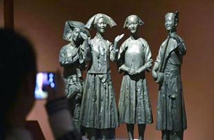 """中国美术馆举办""""民族大团结""""雕塑展"""