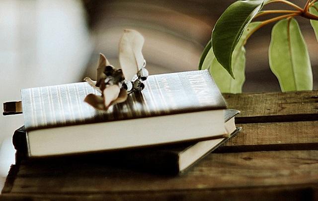 当代文学七十年的分期、研究和史料建设