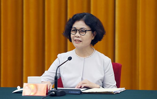 中国文联主席、中国作协主席铁凝主持座谈会