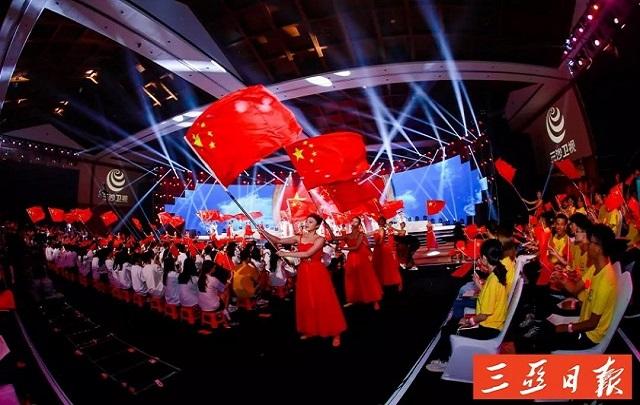 """""""我向新中国献首诗""""诗歌朗诵音乐会暨颁奖典礼在三亚举行"""
