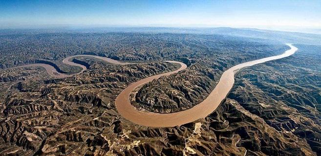 长篇小说《黄河从这里拐弯》首发仪式在西宁举行