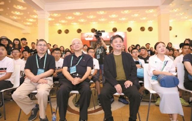 """全球视野是中国文学与世界对话的""""接口"""""""